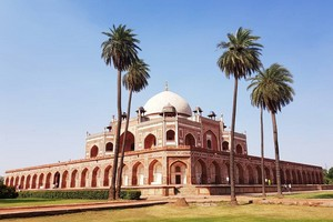 Humayuns Tomb near Lotus Temple