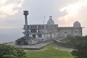 Kundadri Hill near Mani Reservoir