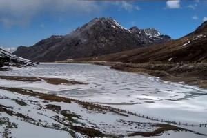 Sela Lake, Sela Pass