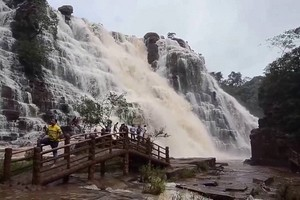 Teerathgarh-Falls16972.jpg