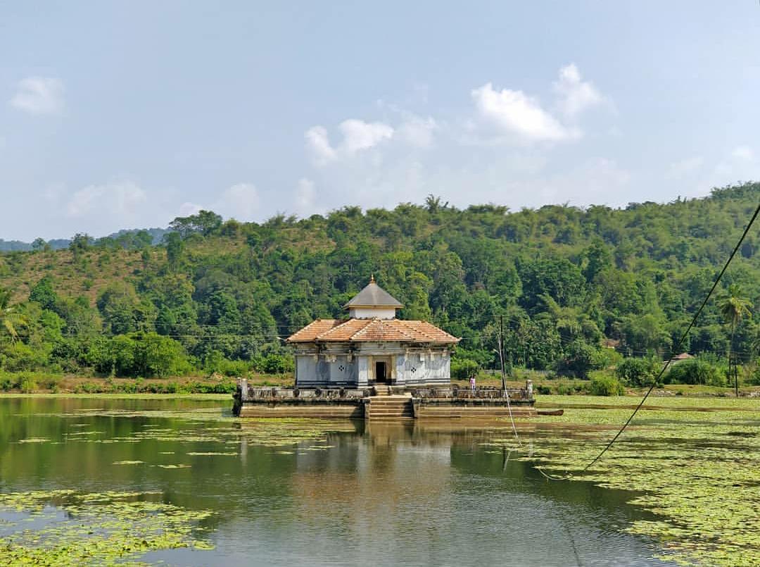 Varanga Lake Basadi, Varanga Jain Temple